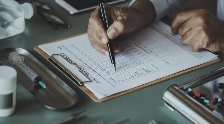 gerincsérv és egyéb panaszok esetén orvos